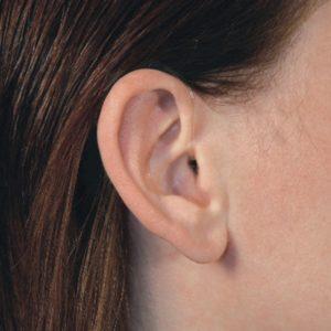 oreja-audifono-indossato-ricc