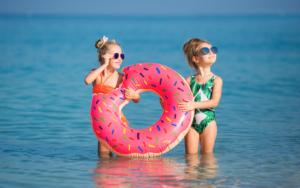 Són necessàries les ulleres de sol en nens?